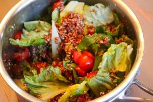 Quinoa, tomato, lettuce blend.